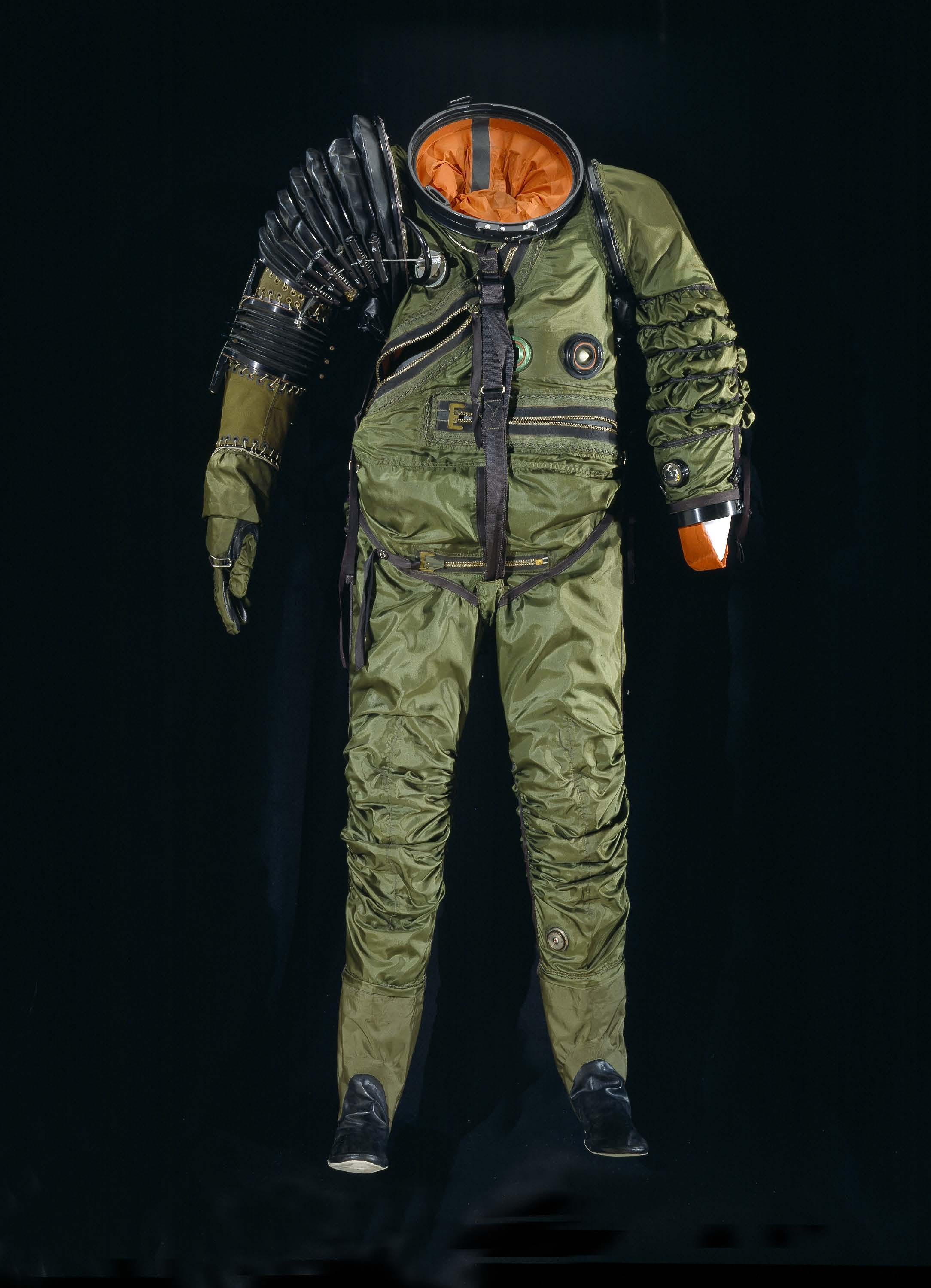 1950 S Astronaut Suit - Pics about space