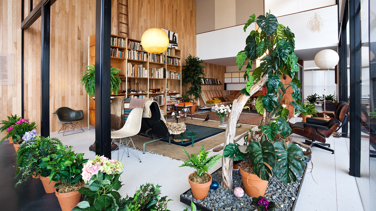 Charles and ray eames living room exhibit shelby white for Interior garden