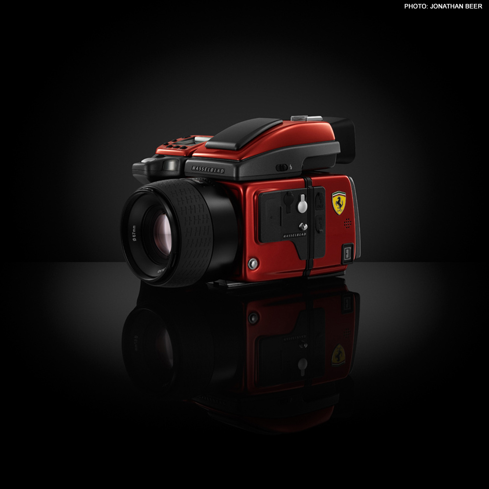 http://blog.wanken.com/wp-content/uploads/2012/04/hasselblad-h4d-ferrari-edition-05.jpg