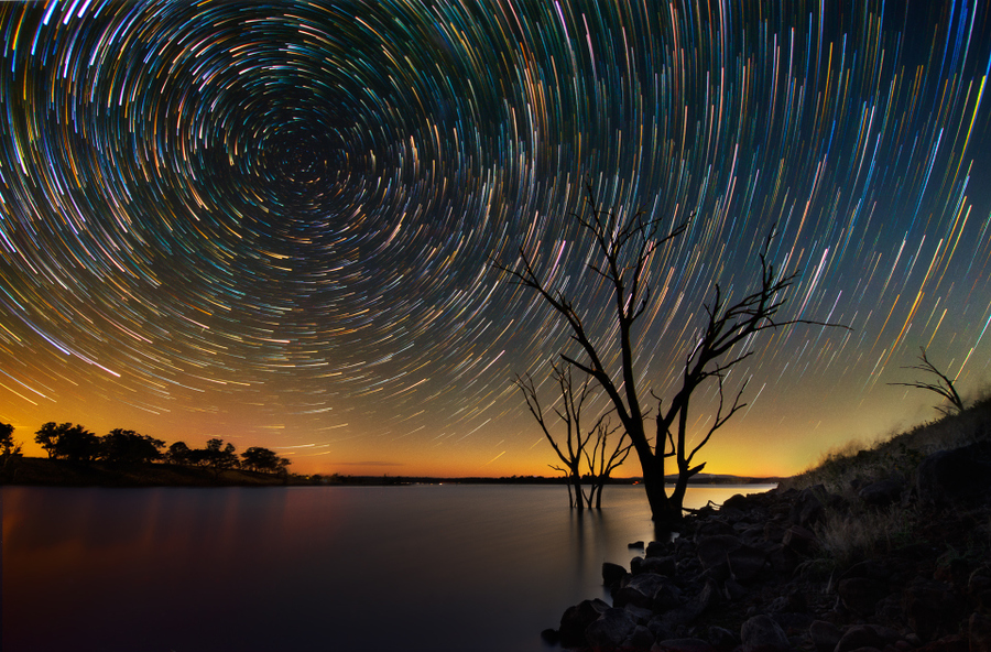 http://blog.wanken.com/wp-content/uploads/2012/07/star-trails-over-the-australian-outback-04.jpg